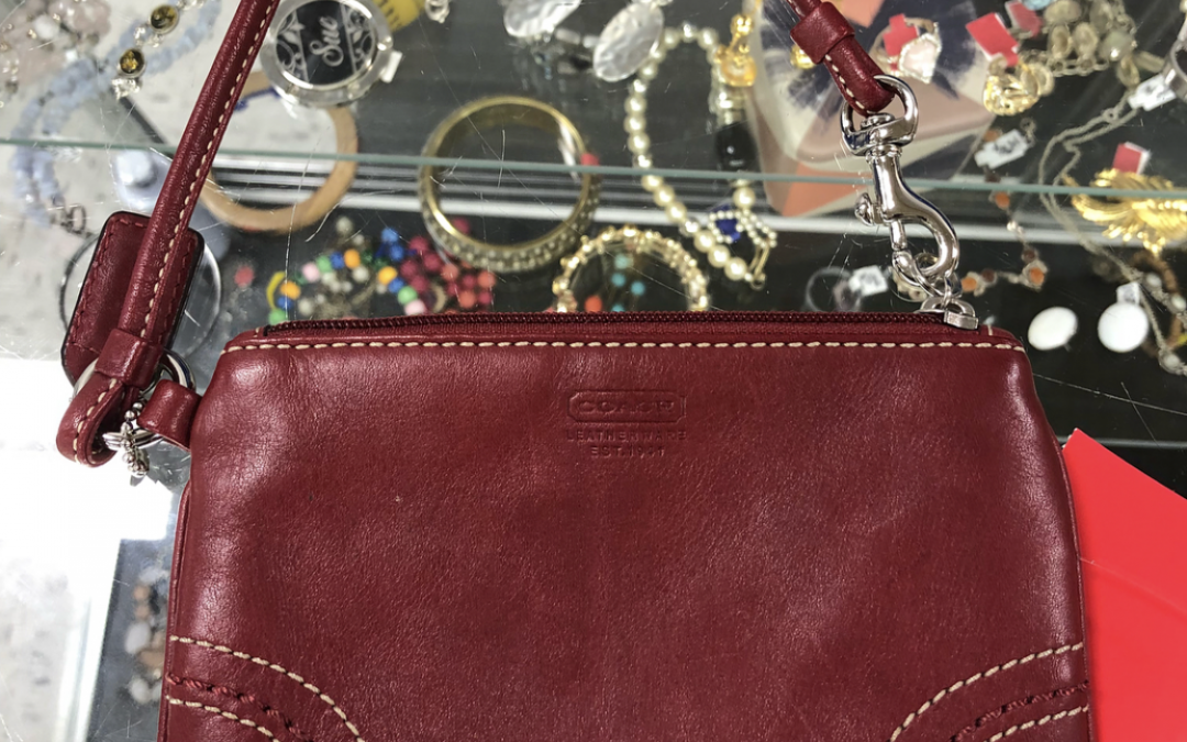 5 Tips For NOT Becoming a Thrifting Hoarder